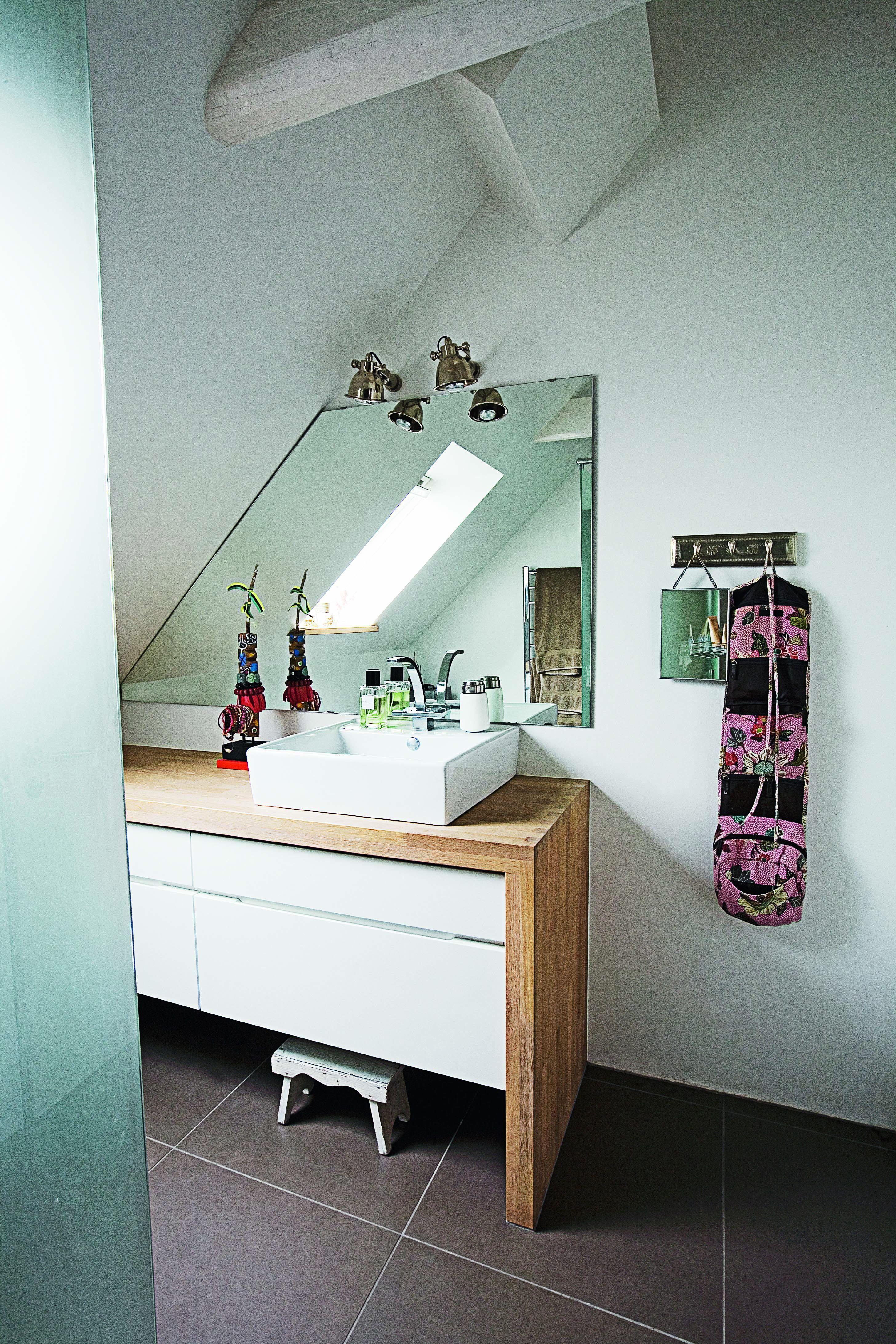 Skråvægge kan være et udfordrende element, når man skal indrette ...