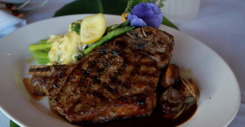 Enjoy mouthwatering steak and seafood at South Beach Grille casual fine dining restaurant Fort Myers Beach, Florida. Must Do Visitor Guides Florida vacation information. MustDo.com
