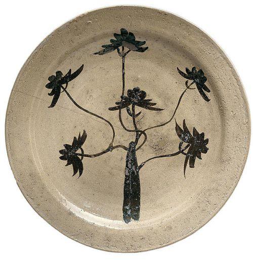 "japaneseaesthetics: "" Platter (Ōzara) with Pine Tree. Momoyama period (1573–1615), Japan. Stoneware with underglaze iron oxide decoration (Hizen ware, Karatsu type). Mary Griggs Burke Collection, Gift of the Mary and Jackson Burke Foundation, 2015...."