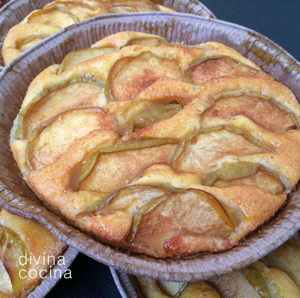 Con esta receta de tartaletas de manzana y queso puedes hacer bocaditos individuales como proponemos en la receta pero también puedes poner la masa en un molde grande que no tenga mucho fondo y hacer una tarta convencional.