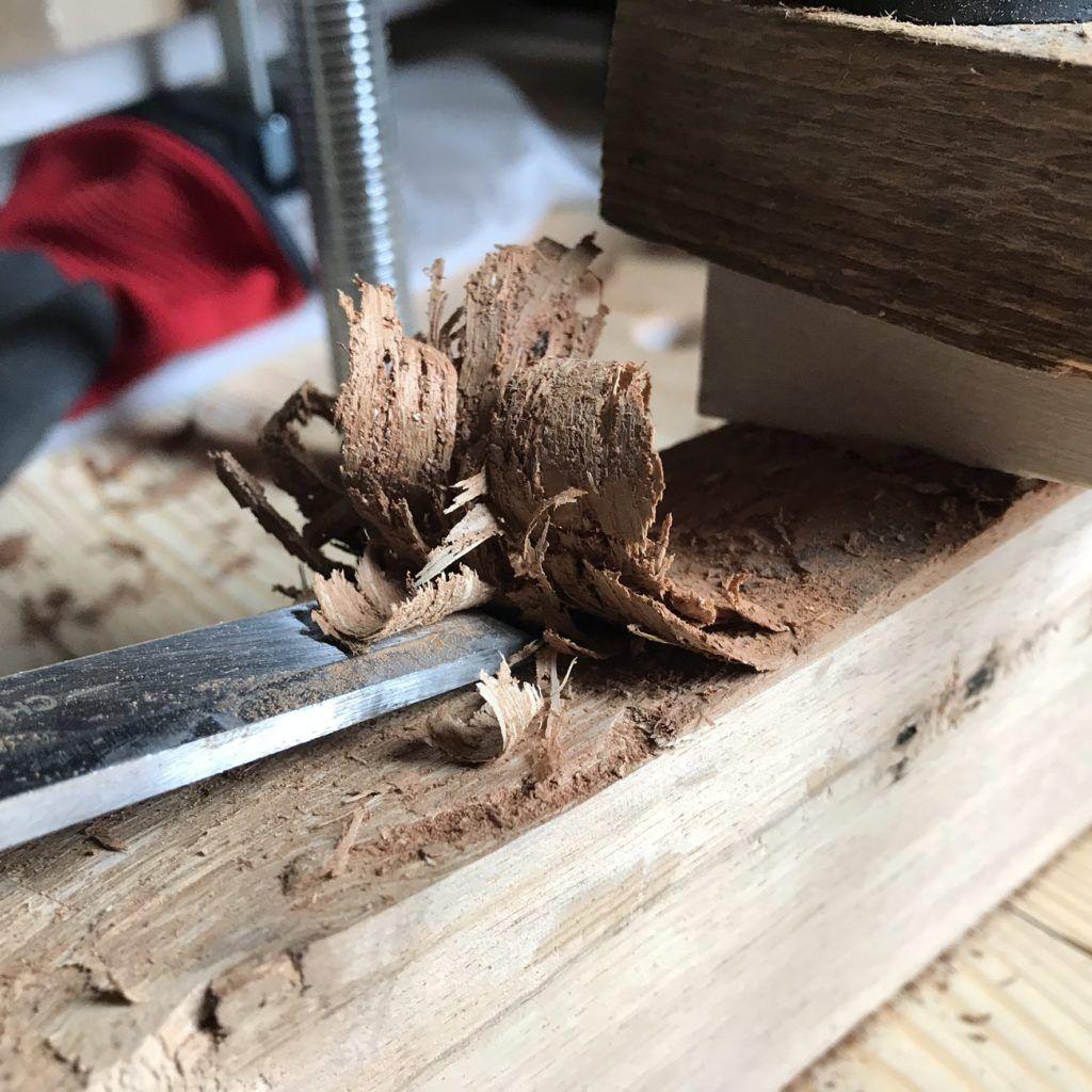 Massivholz Couchtisch Selber Bauen Eiche Mit Baumkante Trifft Auf Metall In 2020 Mit Bildern Couchtisch Selber Bauen Couchtisch Massivholz Couchtisch