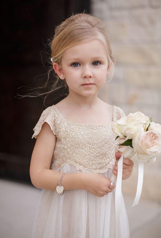As damas de honra são responsáveis por dar brilho à cerimônia de casamento. Hoje separamos lindas inspirações para você ter ideia de como deixar sua filha linda.