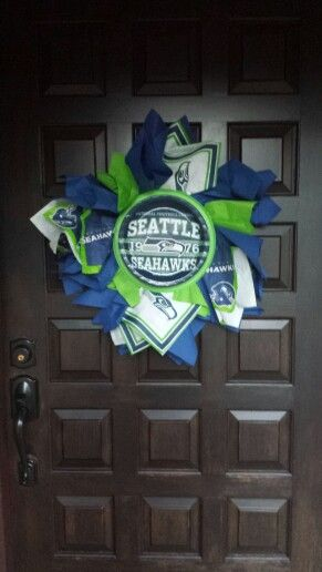 Seahawks! DIY: plates and napkins... makes great door ...