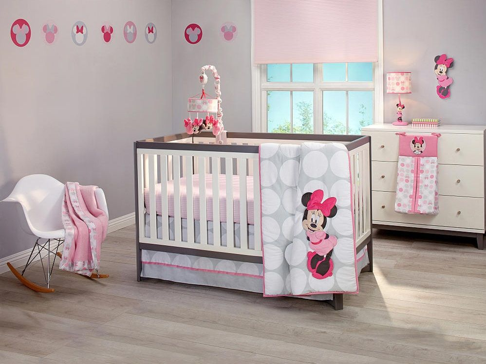 Minnie Mouse Polkadots Premier 4 Piece Crib Bedding Set Chambres