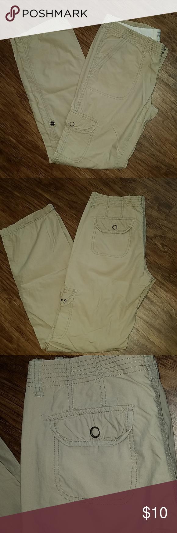 abb9e3016c7c Converse Cargo Pant Womens khaki Converse cargo pant. Thin pant with cargo  style pockets. Good pre-owned condition. Converse Pants Boot Cut   Flare