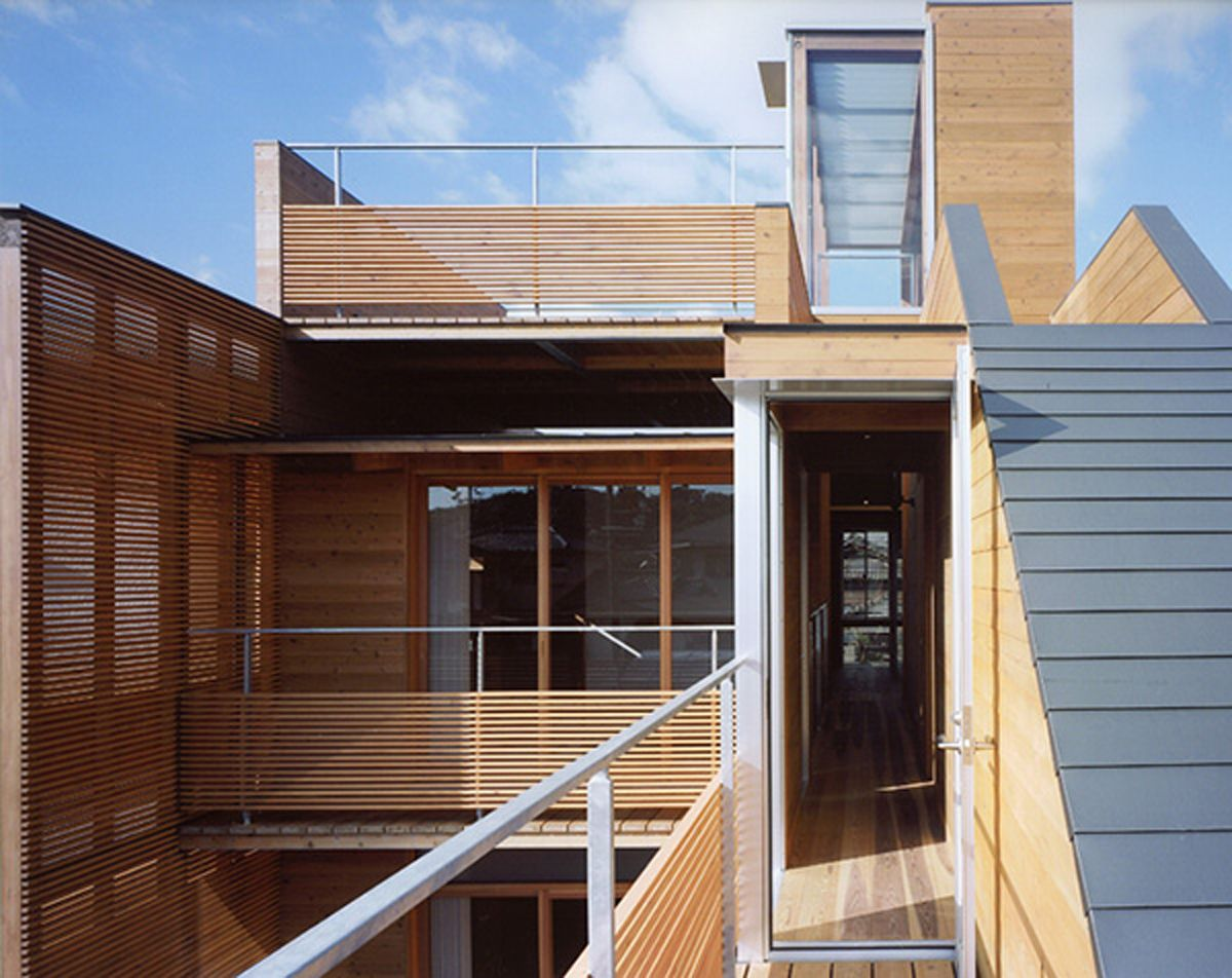 Modern wooden house from japanese architect 1 for Balcony modern