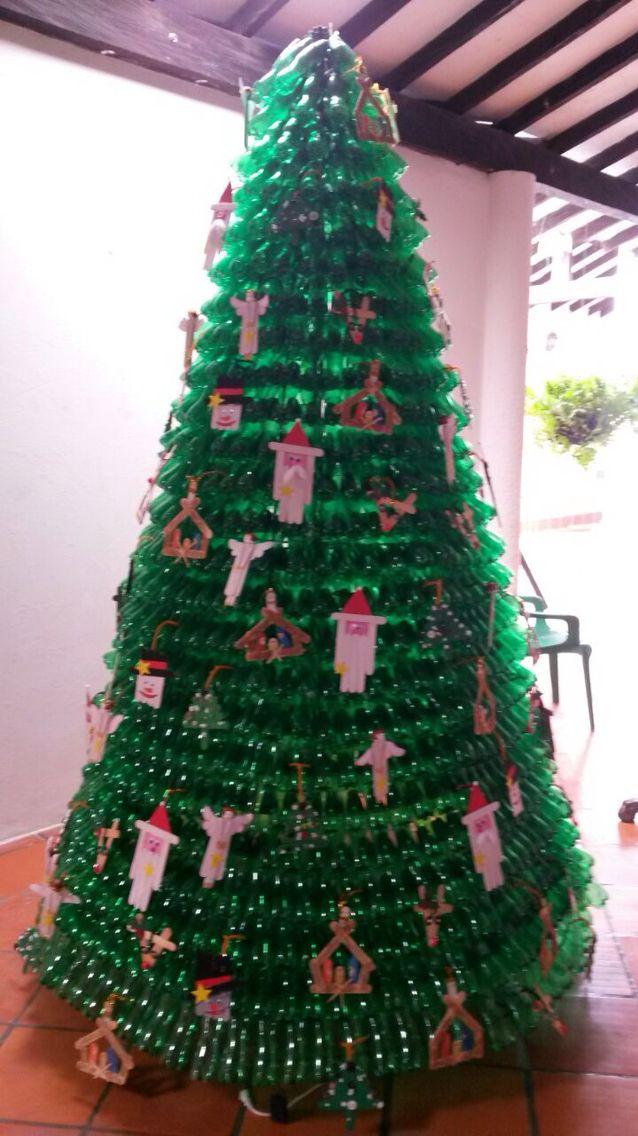 Arbol de navidad hecho con botellas pl sticas de reciclar for Adornos navidenos hechos con botellas plasticas