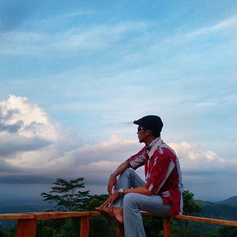 Bukit Love Saritem Wisata Alam Di Cineam Tasikmalaya Jawa Barat