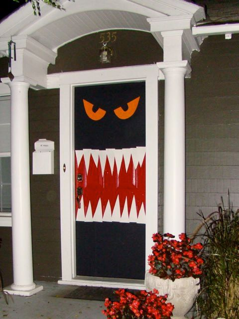 halloween door is easy to make if you have ample creativity and ideas up on your sleeves look through the gallery for more such halloween door decoration - Halloween Doors