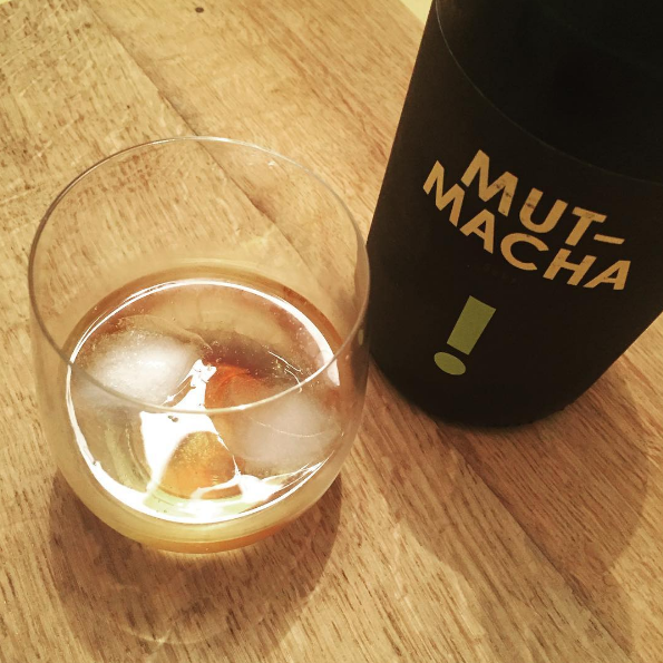 mutmacha riesling sekt meets home made mate sirup. enjoy one or another summer evening. #riesling #rieslingrocks #rieslingfreak #instawine #instariesling #mate #tea #rieslingbox #summerfun #drinks #aperitivo #mutmacha