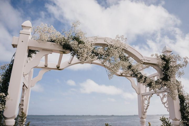 Gypsophila decorated wedding arch for a backyard wedding ceremony | fabmood.com #wedding #backyardwedding #fallwedding #sunflowerthemed