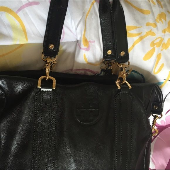 TORY BURCH leather handbag Genuine leather authentic Tory BURCH leather bag / bag is used but the exterior is in very nice condition / the interior has some signs of use but I believe it can be cleaned (shown in photos) / the strap does show signs of use and can be repaired Tory Burch Bags Shoulder Bags