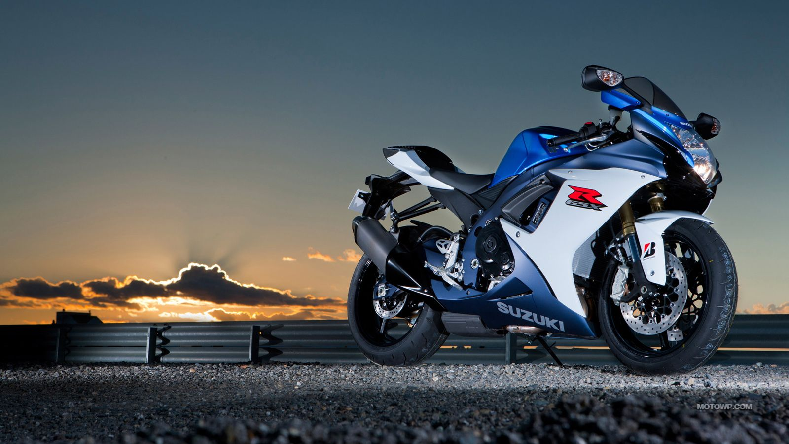 Motorcycle babe Laurie with the 2014 Suzuki GSXR-1000 Yoshimura ...