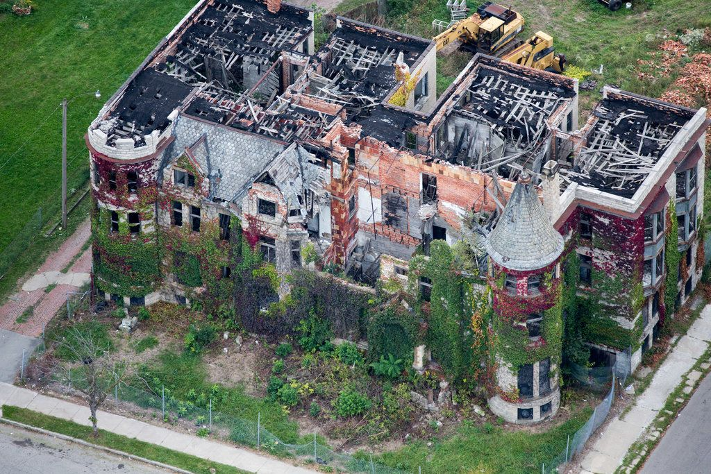 Detroit By Air Abandoned Detroit Mansions Urban Island