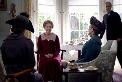 Chá na casa de Isobel Crawley também conta com a ajuda de um mordomo!