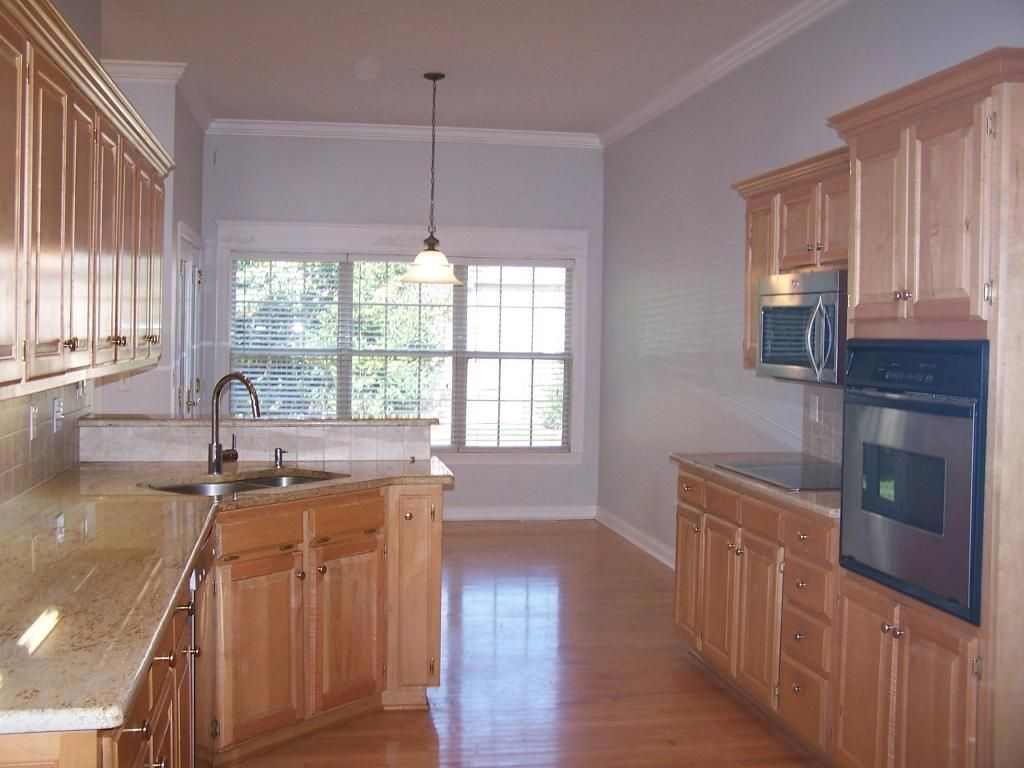 945 E Doubletree Ln Springfield Mo 65810 Mls 60065238 Zillow Home Kitchen Cabinets Home Decor