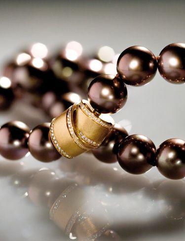 GELLNER - Chocolate colored pearls
