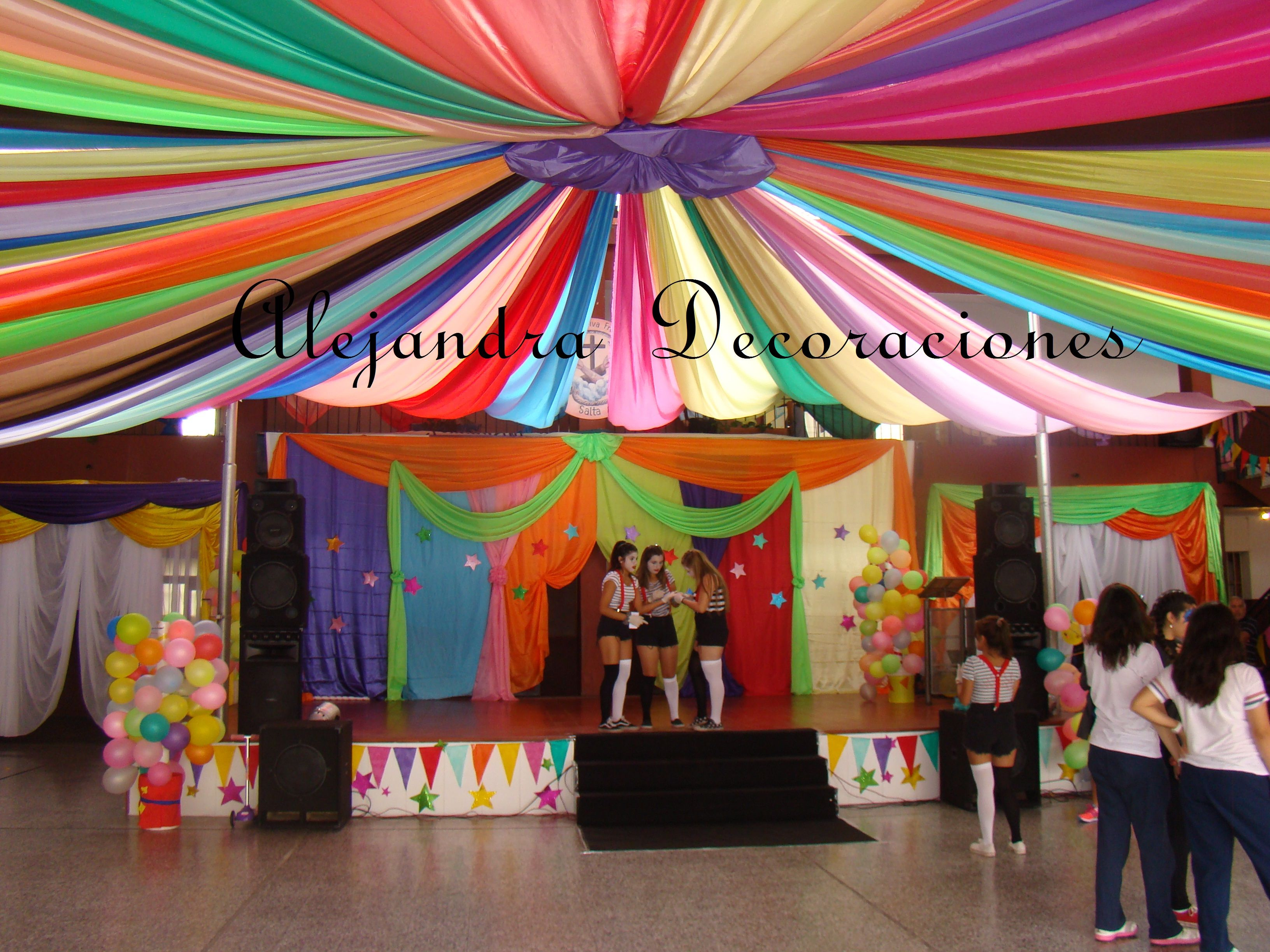Decoracion circo decoracion con telas pinterest for Decoracion con telas