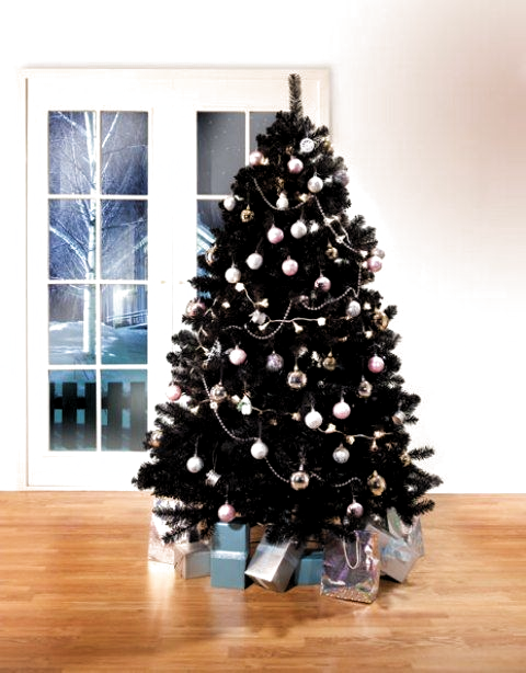 35 Black Christmas Tree Ideas Coz Everything Else Is Just Background Noise B In 2020 Black Christmas Tree Decorations Black Christmas Trees Christmas Tree Decorations