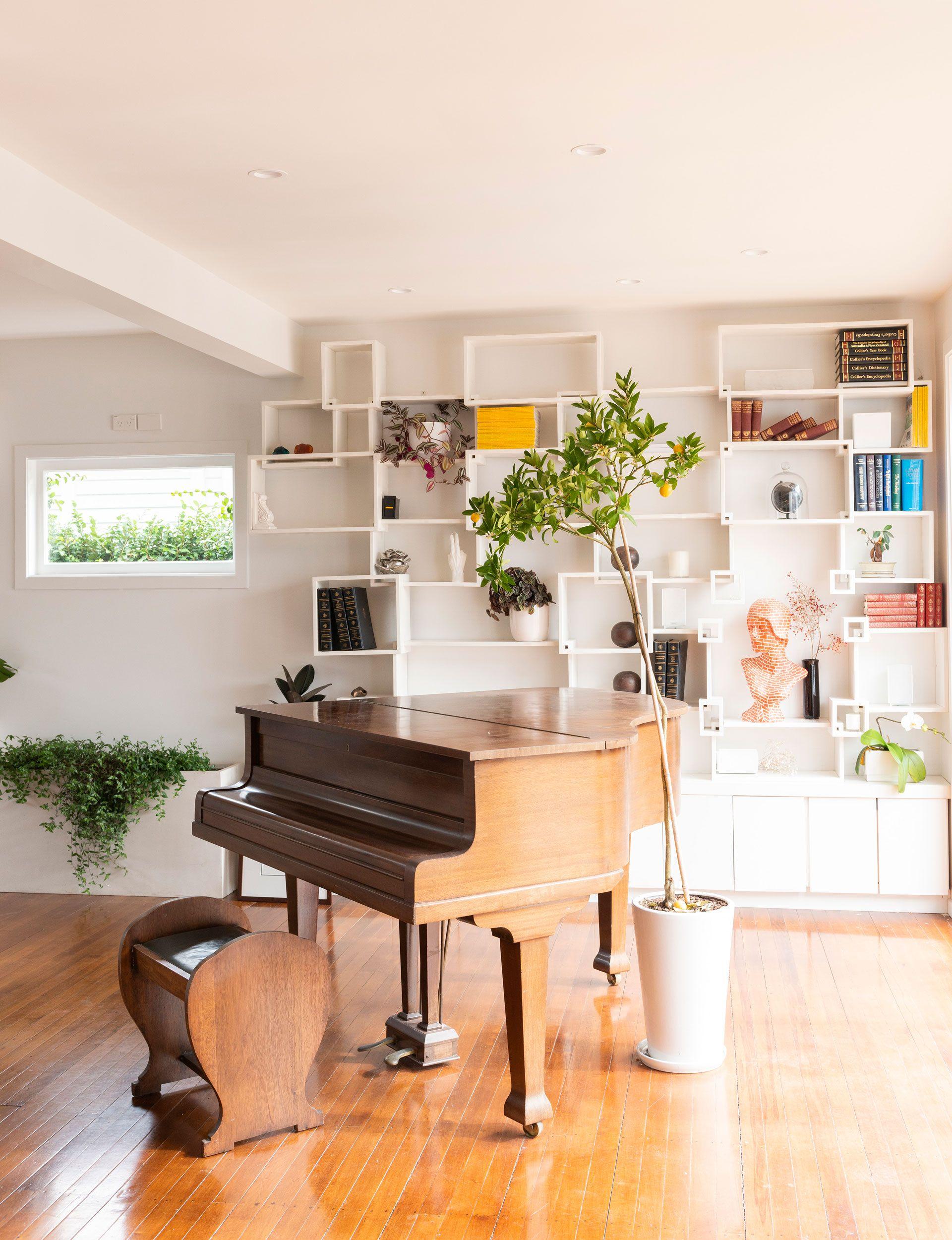 See inside tv presenter amber peeblesu fashionable home interiors