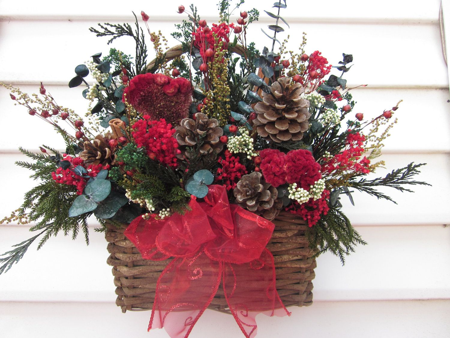 Rustic basket dried flower wall arrangement christmas - Picture arrangements on walls ...