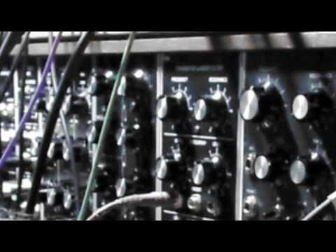 Large Format Modular Synth Performance – Synthtopia