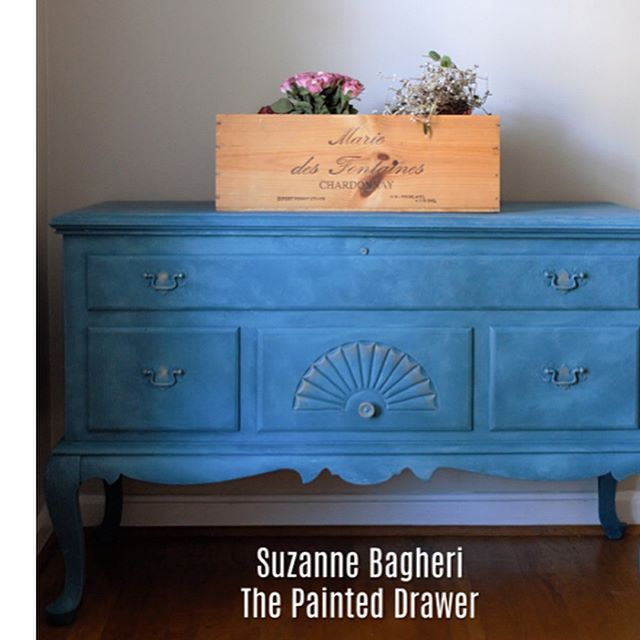A thrift store French Cedar Chest gets a total makeover in a bright pop of layered blues from @anniesloanhome Swipe to see the before pic 💕 I love these old cedar chests! #cedar #cedarchest #thriftstorefinds #beforeandafter #ontheblog #anniesloan #aubusson #duckeggblue #classicpiece #drabtofab #reloved #fleamarketfind #painted #paintedblue #paintedfurniture #furniturerescue