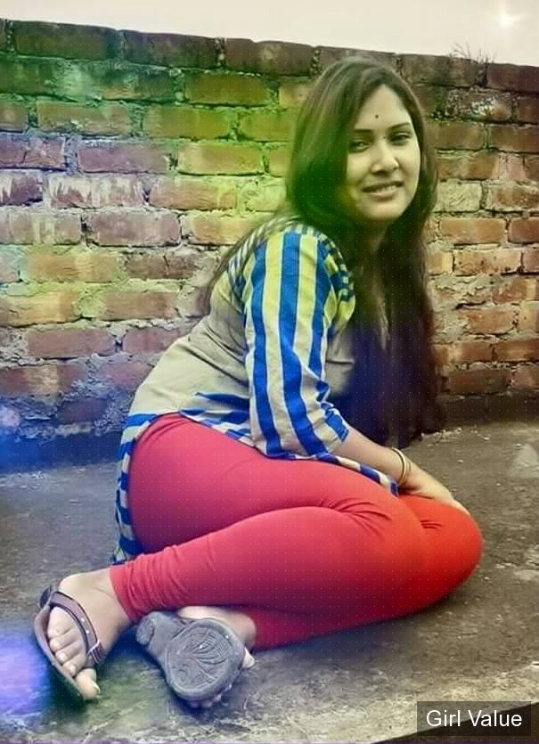 indian girl in tight red leggings and