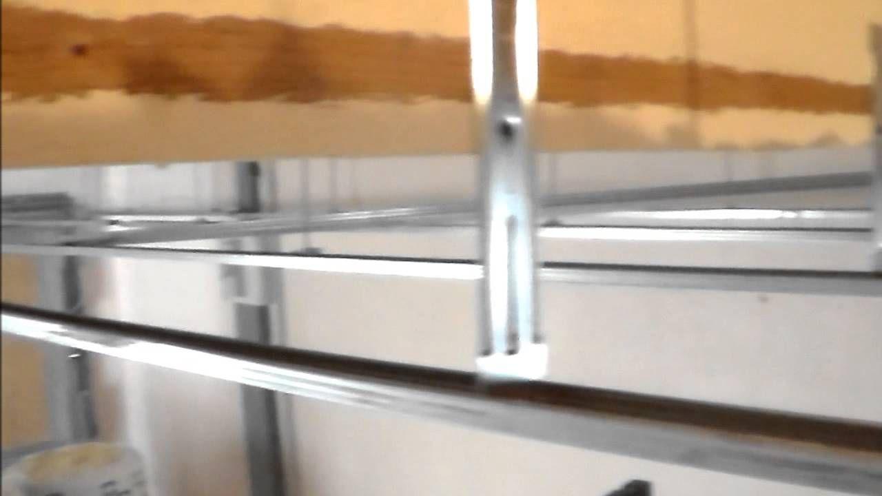 Comment Isoler Un Plafond Garage Pose De Suspente Fourrure Et Cavalier Youtube Pose Placo Plafond Suspente Plafond Isolation Plafond