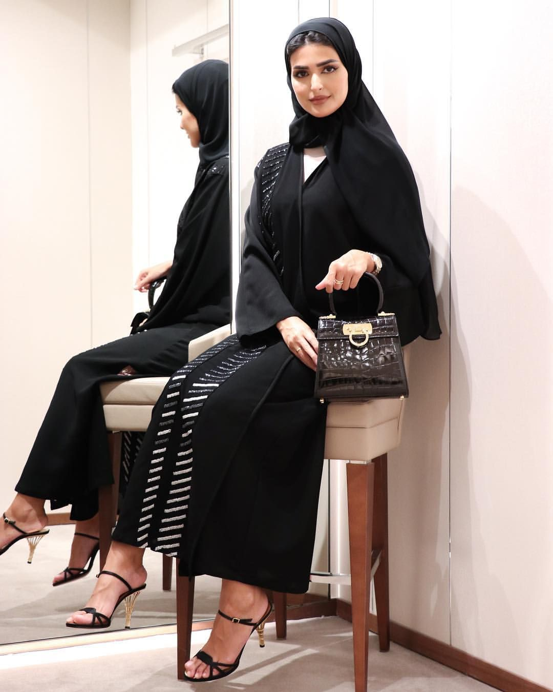 Snap Haneen Qtr Girls Only On Instagram Creations Collection By Ferragamo حالي ا في مجمع فيلاجيو كولكشن حصري من س Abayas Fashion Fashion Abaya Fashion