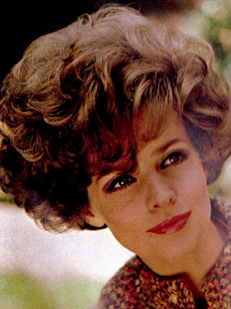 See 7 Big Pictures Of The Hottest Short Hairstyles From The 60s Click Americana Big Curls Short Hair Short Burgundy Hair Hair Styles