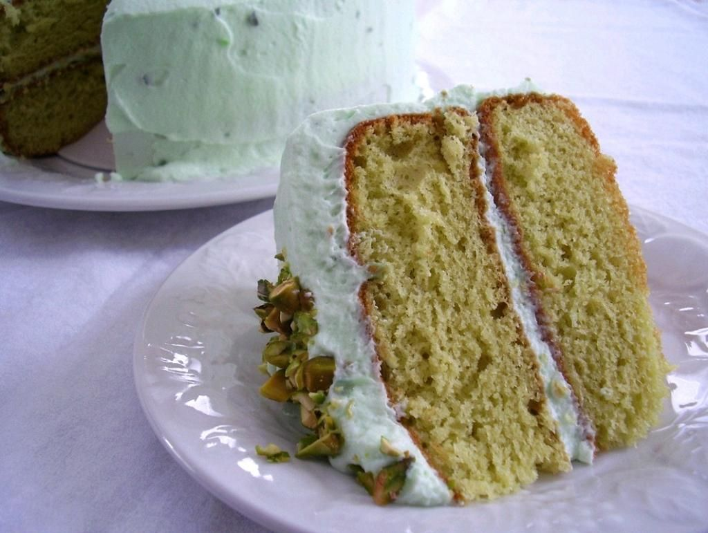 Pistachio Pudding Cake With Whipped Frosting Tsp Vanilla Almond Extract Drops Green Food Coloring Add 2 Tbsp Powder Sugar To