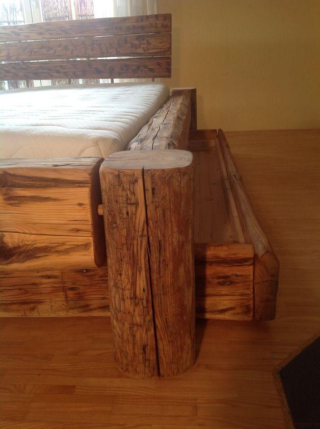 Dieses Bett Besteht Aus Gebrauchten Holzbalken Diese Wurden