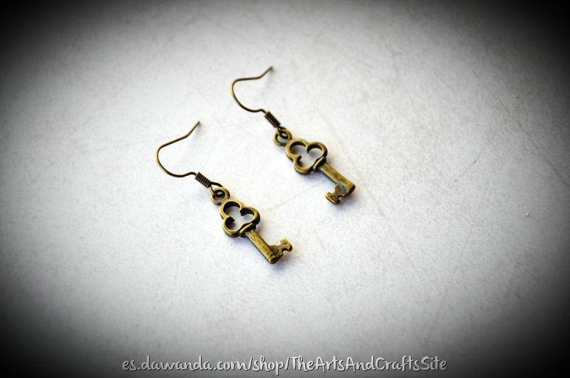 Pendientes llave gotica con un estilo único de Arts&Crafts por DaWanda.com