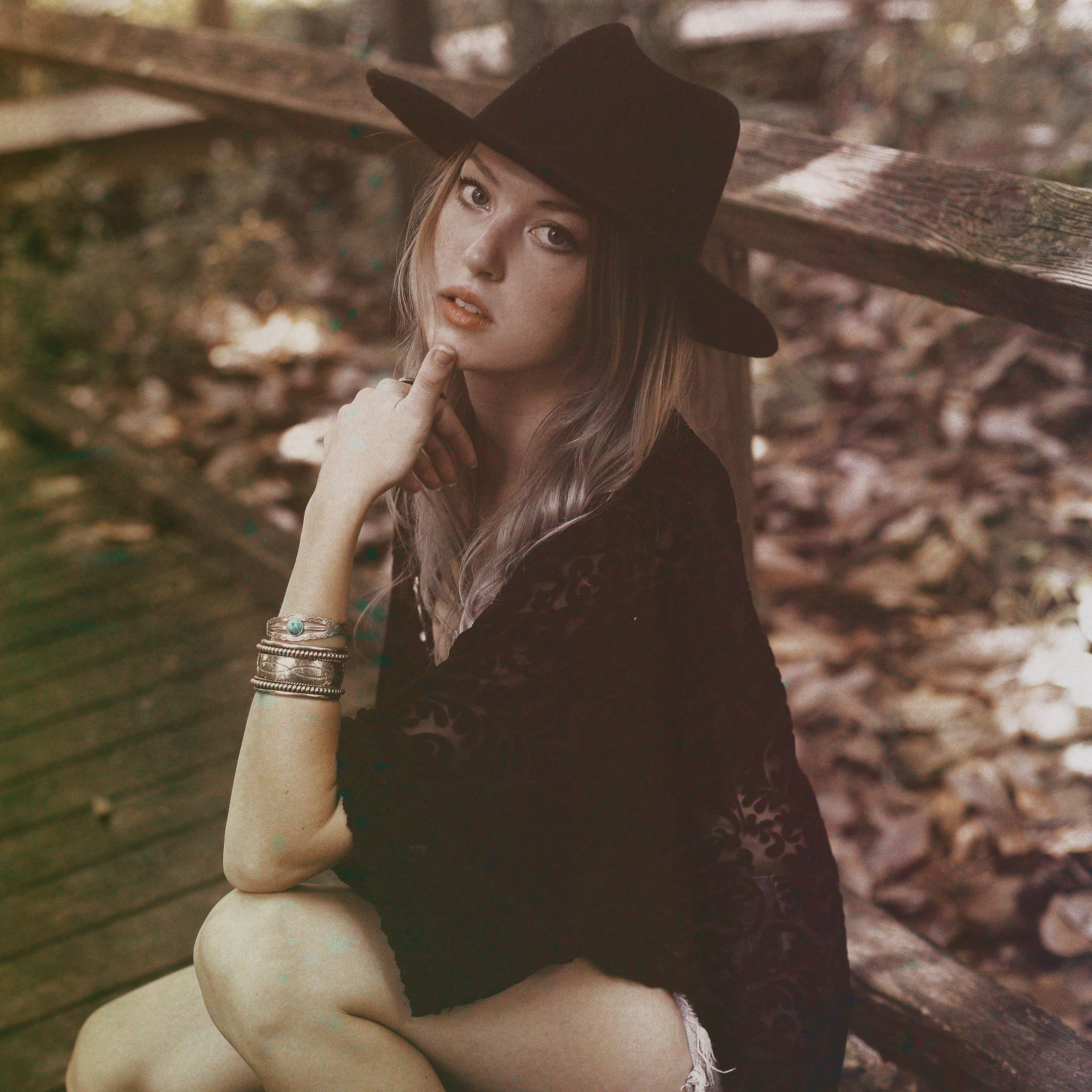 Bella and Chloe : Lillie Andress photographed by Bliss Katherine