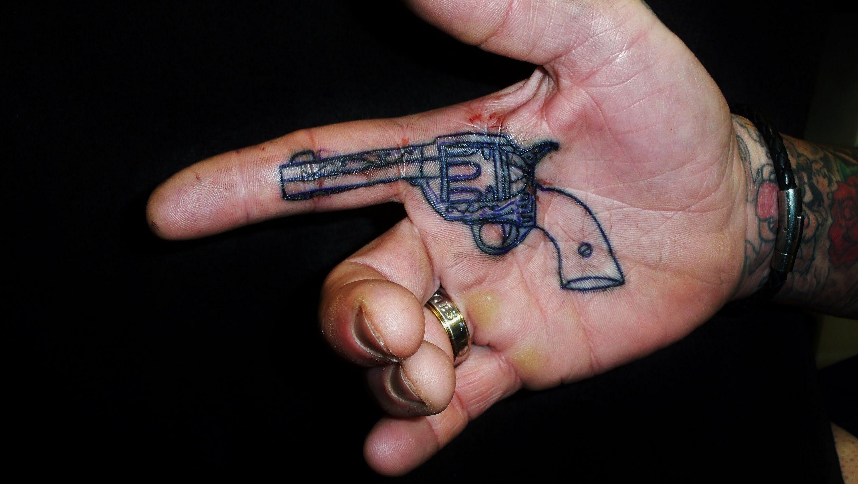 Small Tattoo Guns: Small-gun-tattoo-inside-hand.jpg (3000×1692)