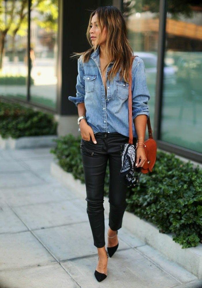 avec quoi porter une chemise en jean pantalon en cuir noir foulard decoratif