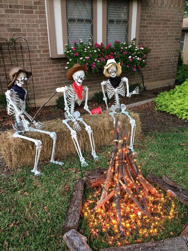 Halloween Campfire Decoration Idea - Fun cowboy scene for halloween - halloween decoration themes