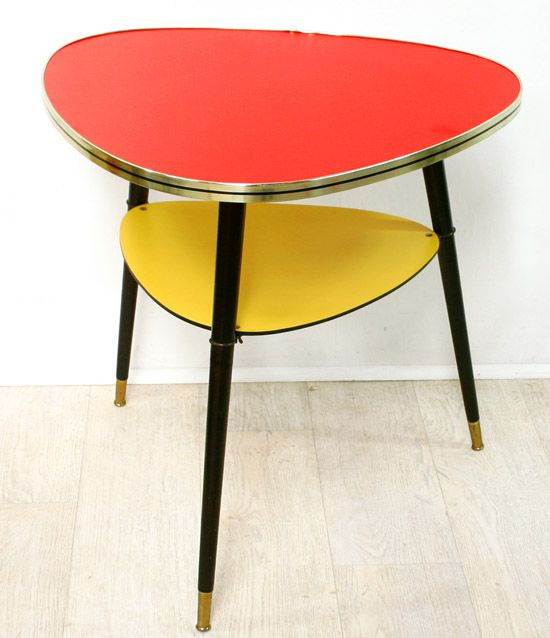 table jaune et rouge couleurs ch res aux ann es 50 d co vintage et retro pinterest. Black Bedroom Furniture Sets. Home Design Ideas