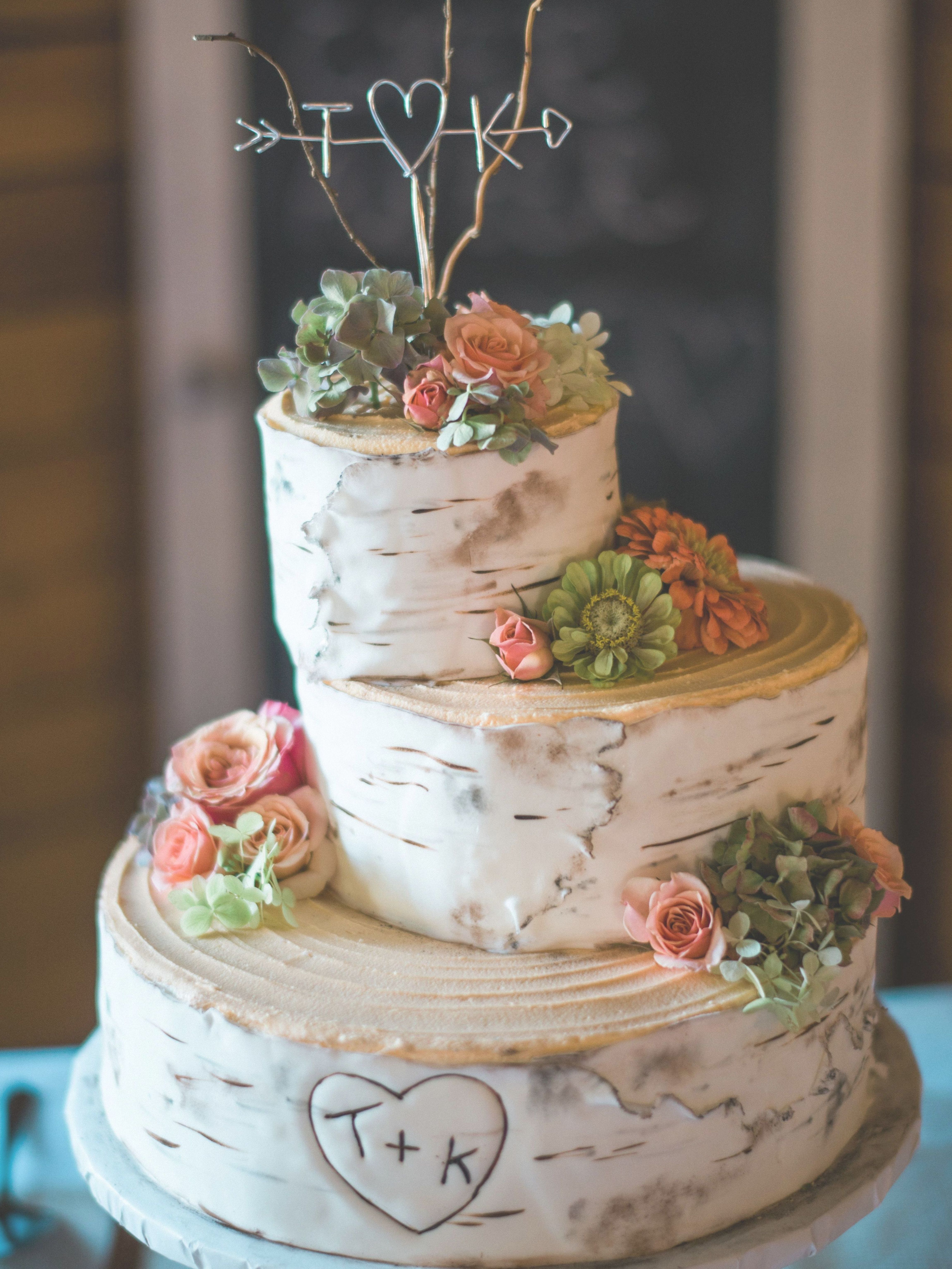 Wedding Event Cakes Can Go From The Most Basic To The Most Complex