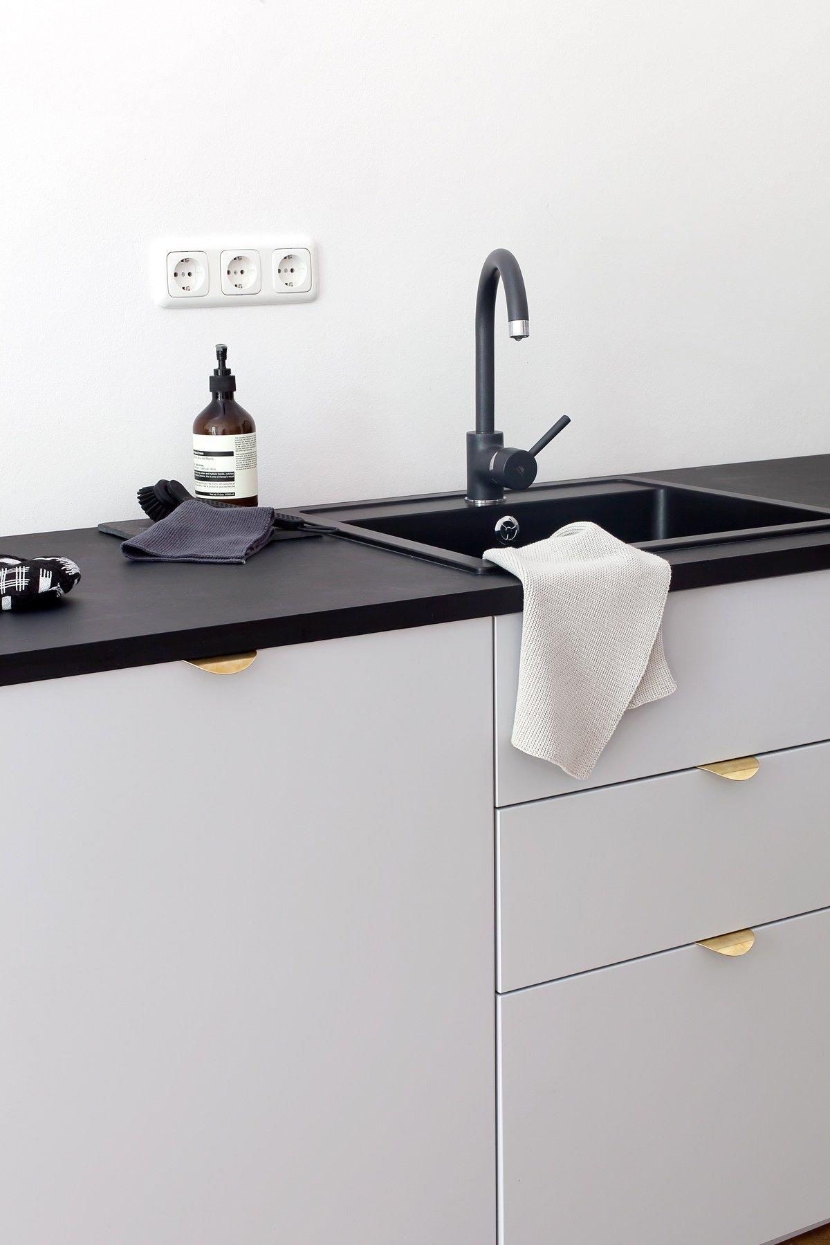IKEA Veddinge Front grau plus superfront Griffe – schwarze ... | {Armaturen küche ikea 31}