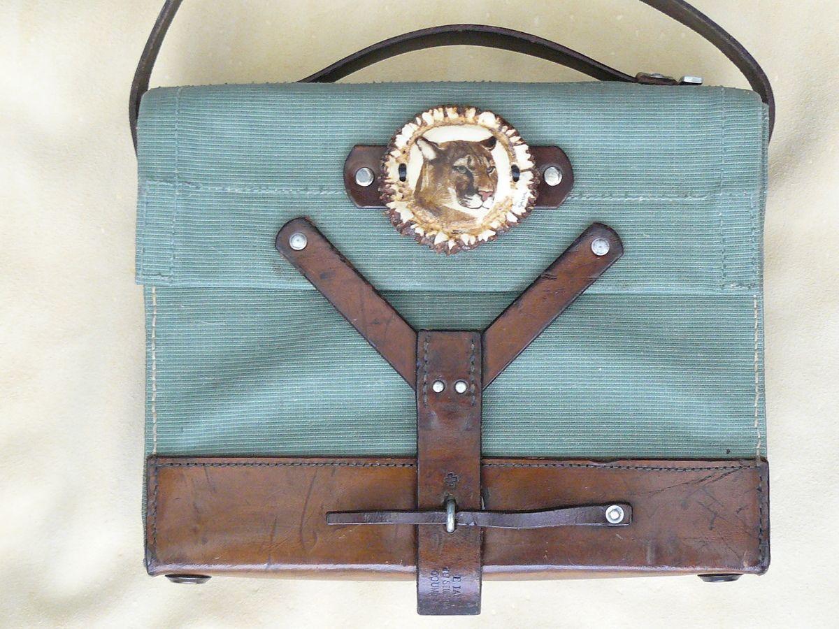 #scrimshaw von Gele #Schloetmann, #Puma auf Handtasche scrimshaw from Gele Schloetmann, #cougar on handbag