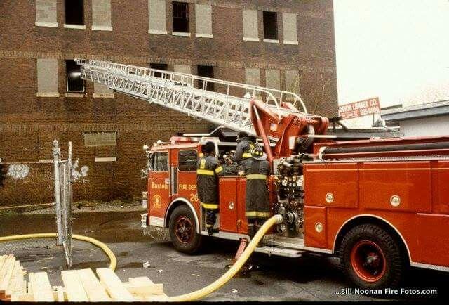 Engine 20 S 1984 Sutphen Fire Trucks House Fire Fire Dept