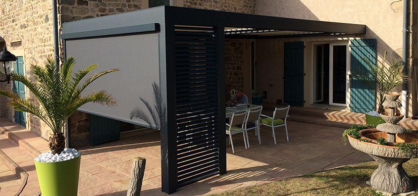 Pergola bioclimatique à lames orientables avec store stogines - store exterieur veranda prix
