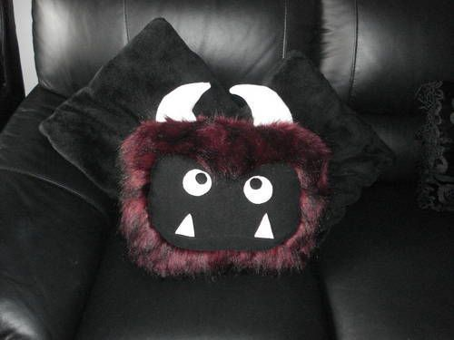 MyPetMonster-Pillow: Done with great textures, a simple rectangle made fantastic!