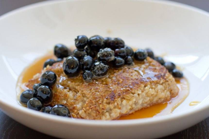 Pan-seared oatmeal with blueberries | Comida
