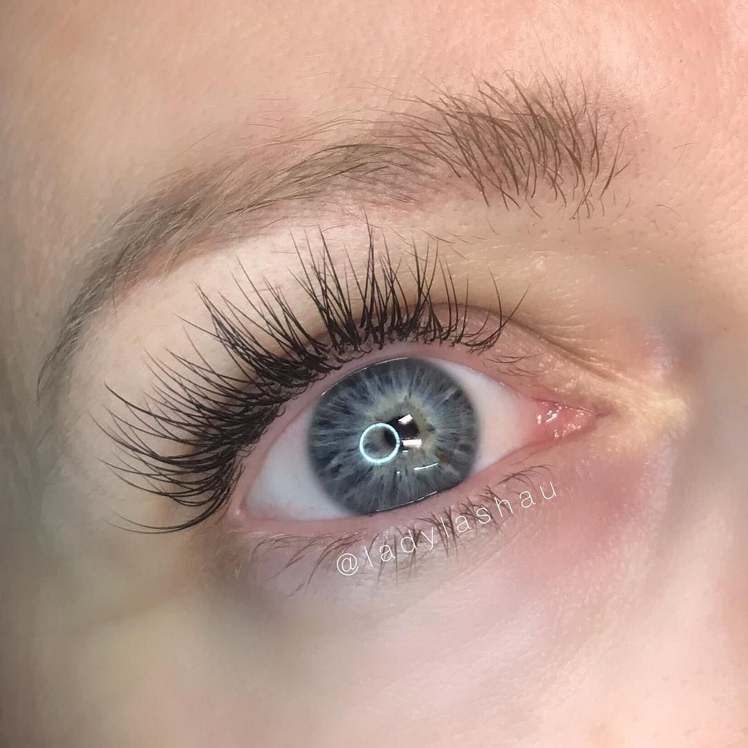 This Wispy Staggered Lash Look Is Very Popular At The Moment Weve