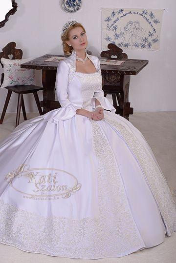 4449bcf3b4 Kollekció - Kati Szalon | esküvői ruhák | Wedding, Dresses és Fashion