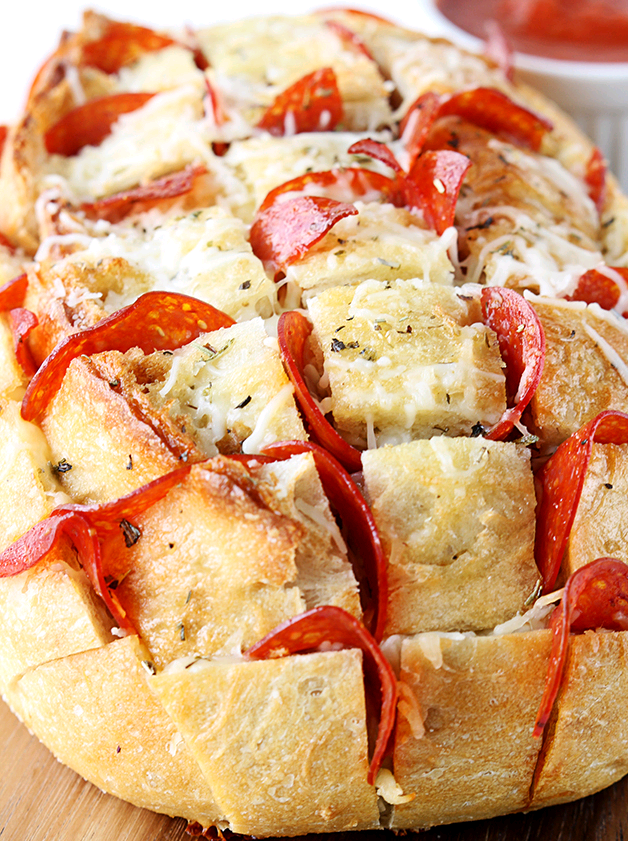 ❣sabores - Pepperoni Pizza Pull-Apart Bread (by Creme de la Crumb)