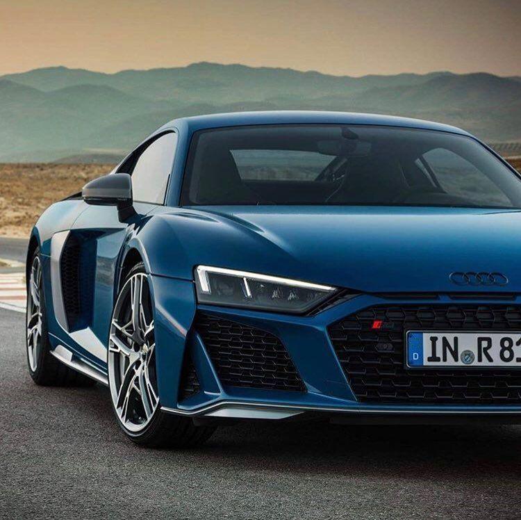 Audi R8 V10 2019 V10 Engine Top Speed 323km H 201mp H 562 Horsepower 0 60 100 In 3 4 Seconds Supercar Cars Fastca Audi Cars Audi Rs Audi Sport
